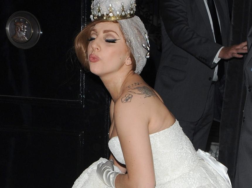 """Lady Gaga: Άναψε """"φωτιές"""" με το καυτό μπικίνι της!   tlife.gr"""