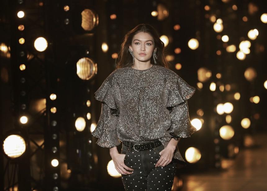 Πως θα φορέσουμε το μαύρο παντελόνι σύμφωνα με την Gigi Hadid | tlife.gr