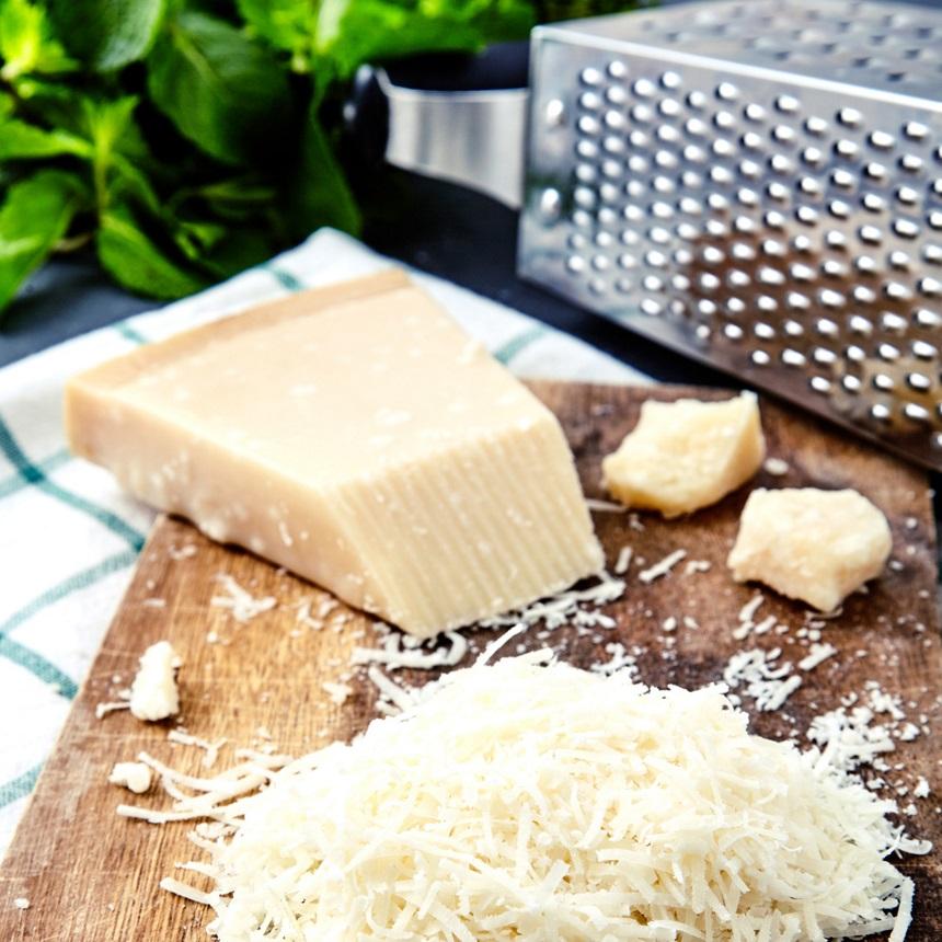Το κόλπο για να έχεις το πιο τέλεια τριμμένο τυρί στα ζυμαρικά σου!
