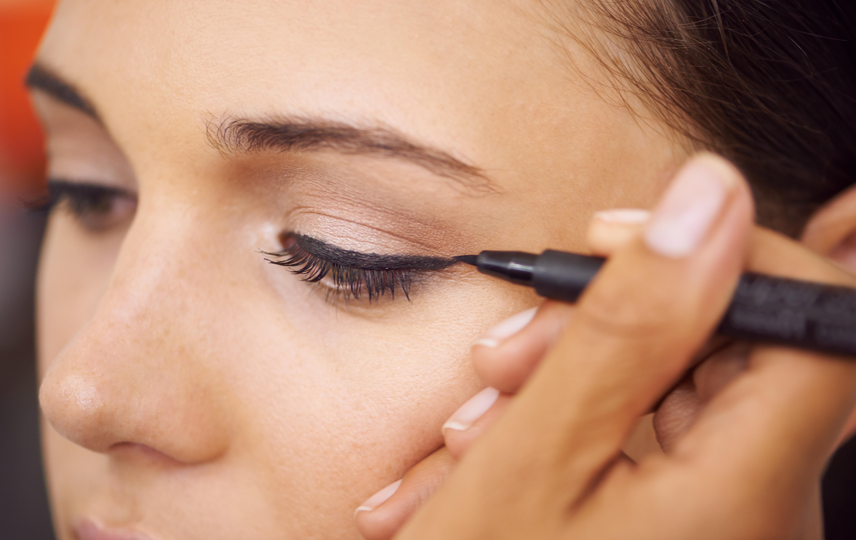 Το βίντεο με το eyeliner που έγινε viral! Θα καταλάβεις γιατί όταν το δεις! | tlife.gr