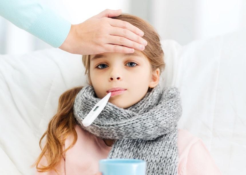 Ο γιατρός απαντά: Πώς να αντιμετωπίσεις πυρετό και κρυολόγημα χωρίς φάρμακα | tlife.gr