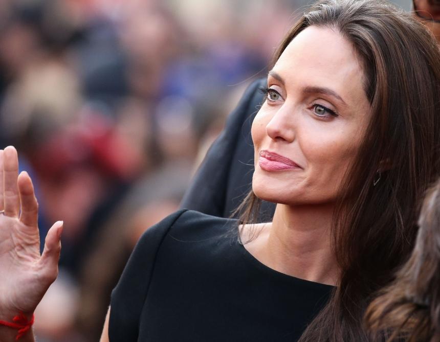 Angelina Jolie: Στο πλευρό των Σύρων προσφύγων η σταρ του Χόλιγουντ!   tlife.gr