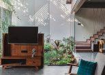 Jungalow home: Η μονοκατοικία που δημιουργήθηκε γύρω από ένα… βοτανικό κήπο!
