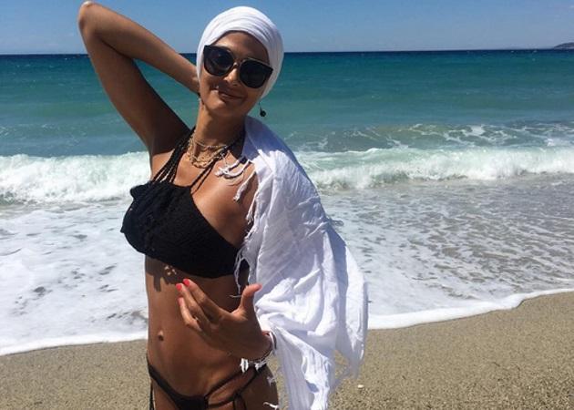 Αλέκα Καμηλά: Συνεχίζει τις βουτιές της στην Ελλάδα και αναστατωνει με το κορμί καλλίγραμμο κορμί της | tlife.gr
