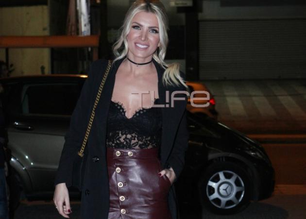Kατερίνα Καινούργιου: Σέξι εμφάνιση σε θεατρική βραδιά! | tlife.gr