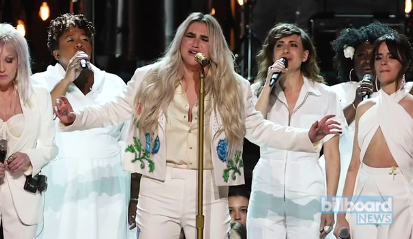 Grammy 2018: Η συγκλονιστική εξομολόγηση για τη σεξουαλική παρενόχληση που έκανε το κοινό να δακρύσει | tlife.gr