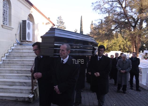 Το τελευταίο αντίο στην Κέλλυ Σακάκου – Κηδεύτηκε στη Ν. Σμύρνη