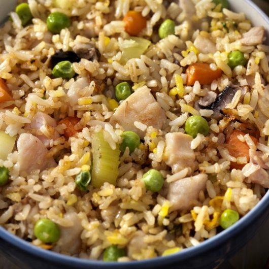 Τηγανιτό ρύζι με κοτόπουλο και λαχανικά | tlife.gr