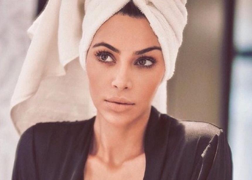 Kim Kardashian: Ποζάρει ημίγυμνη στο κρεβάτι της για ακόμη μια φορά [pic] | tlife.gr