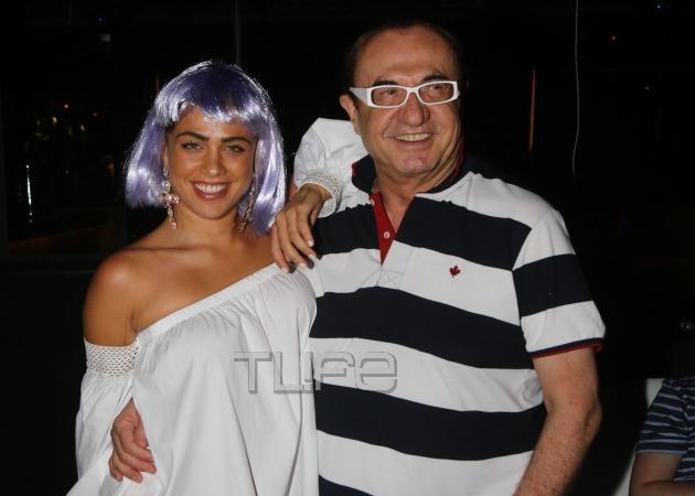 Η Κόνι Μεταξά με…μωβ περούκα σε πάρτι γνωστού περιοδικού! [pics,vid]
