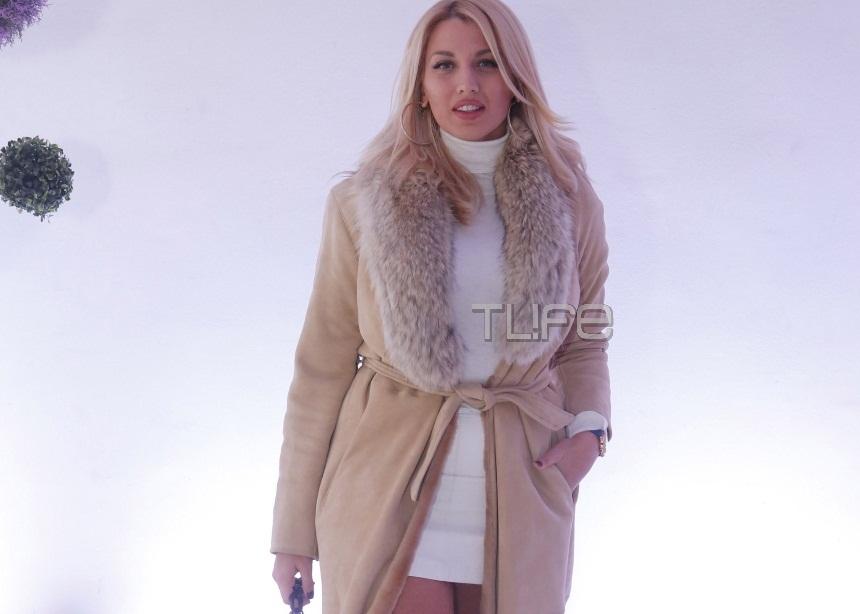 Κωνσταντίνα Σπυροπούλου: Έκλεψε τις εντυπώσεις με το καυτό της μίνι σε επίδειξη μόδας νυφικών! [pics]   tlife.gr