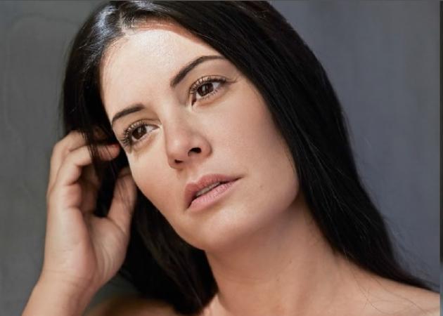 Μαρία Κορινθίου: Φωτογραφίζεται χωρίς ρετούς και απαντά στις επιθέσεις για την εμφάνισή της! | tlife.gr