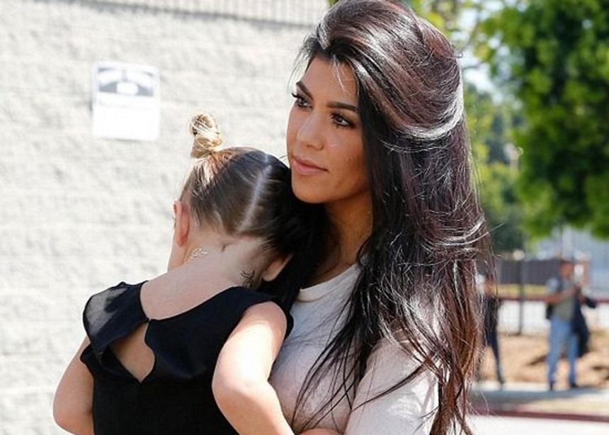 Η Kourtney Kardashian δηλώνει ένθερμη οπαδός της συγκοίμισης | tlife.gr