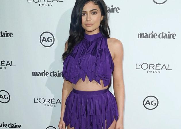 Kylie Jenner: Μάγεψε στο κόκκινο χαλί με την καυτή εμφάνισή της! [pics]   tlife.gr