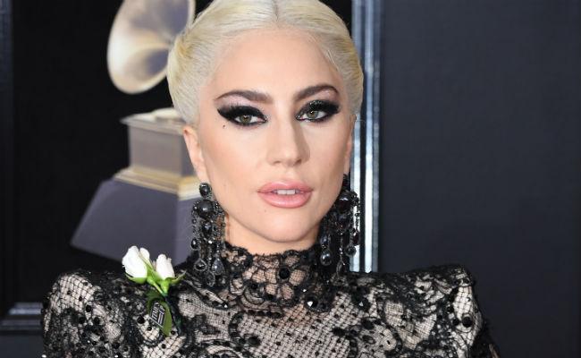Grammy 2018: Τι συμβόλιζαν τα λευκά τριαντάφυλλα πάνω στο κόκκινο χαλί; | tlife.gr