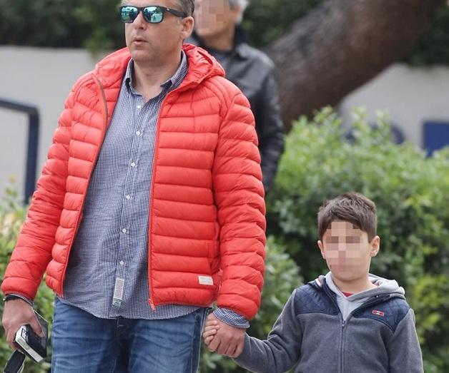 Φαίη Σκορδά – Γιώργος Λιάγκας: Δες το γιο τους Γιάννη να βουτάει για το Σταυρό!Βίντεο | tlife.gr