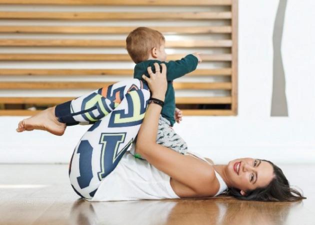 Η Μάντη Περσάκη φωτογραφίζεται για πρώτη φορά με τον γιο της! | tlife.gr