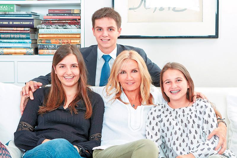 Μαρέβα Μητσοτάκη: Της λείπουν ο γιος κι κόρη της! | tlife.gr