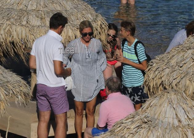Marie Chantal – Παύλος: Νέες φωτογραφίες από τις διακοπές τους στη Μύκονο | tlife.gr