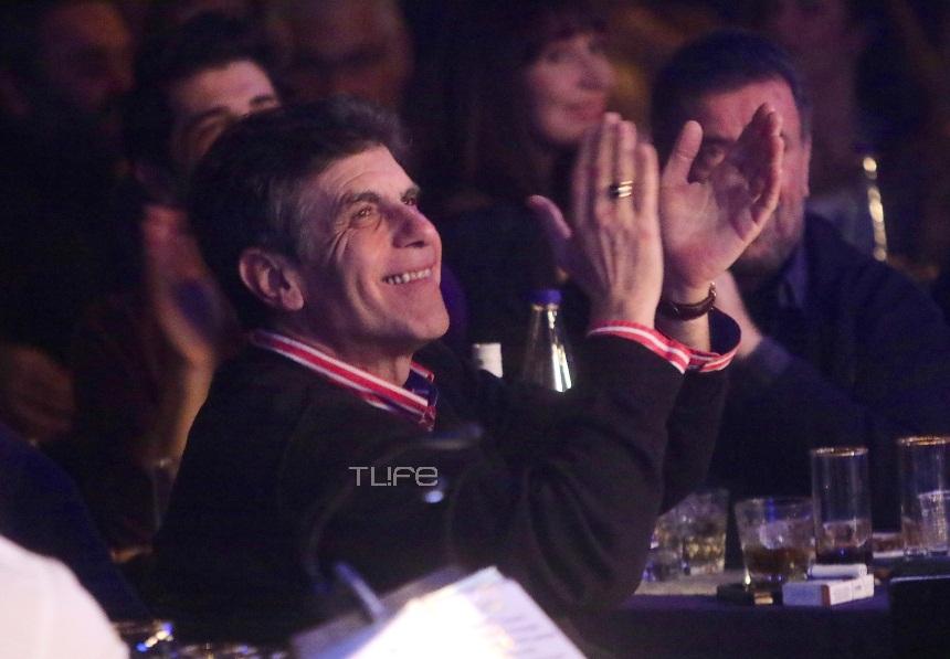 Γιάννης Μπέζος: Χορός και τραγούδι με τους συναδέρφους του σε γνωστό νυχτερινό μαγαζί! [pics] | tlife.gr