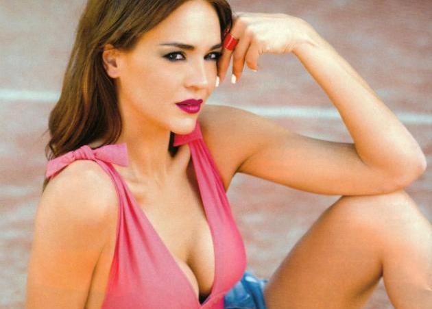 Νικολέττα Καρρά: Ποζάρει χωρίς ίχνος μακιγιάζ και με τη πιο γλυκιά αγκαλιά! [pic] | tlife.gr