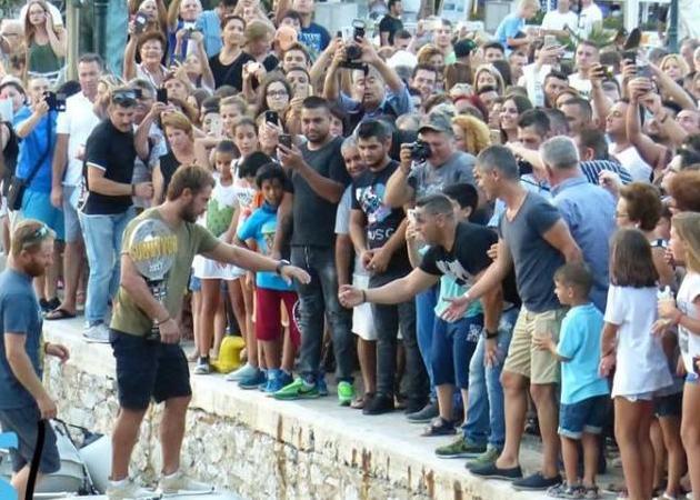 Survivor: Τι είπε για την πίστη του στο θεό ο Γιώργος Αγγελόπουλος στη βράβευσή του στη Σκιάθο! Οι πανηγυρισμοί του κόσμου! VIDEO | tlife.gr