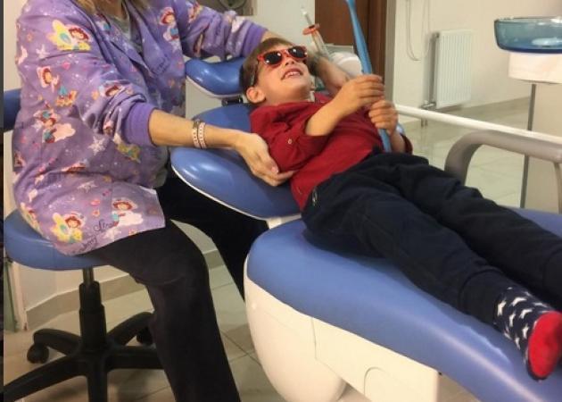 Ποιας ηθοποιού ο γιος είναι στον οδοντίατρο και χαμογελά;   tlife.gr