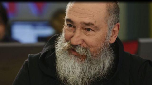 Ο Τζίμης Πανούσης σε μία από τις τελευταίες του συνεντεύξεις | tlife.gr