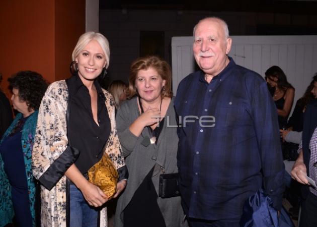 Γιώργος Παπαδάκης: Σπάνια εμφάνιση με την σύζυγό του στο θέατρο! [pics]