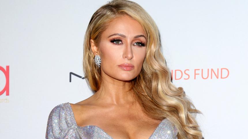 """Paris Hilton: Απαρνιέται το """"χρυσό"""" επώνυμό της μετά τον αρραβώνα της;   tlife.gr"""