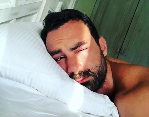 Σάκης Τανιμανίδης: Δες πως περνάει το ρεπό του στις παραλίες του Αγίου Δομίνικου! Video   tlife.gr