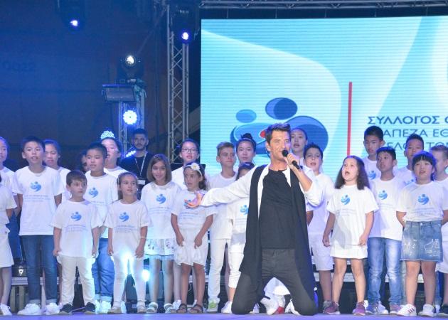 Σάκης Ρουβάς: Ρεκόρ προσέλευσης για τη συναυλία του στη ΔΕΘ – Φωτορεπορτάζ από το διήμερο ταξίδι του στη Θεσσαλονίκη! | tlife.gr