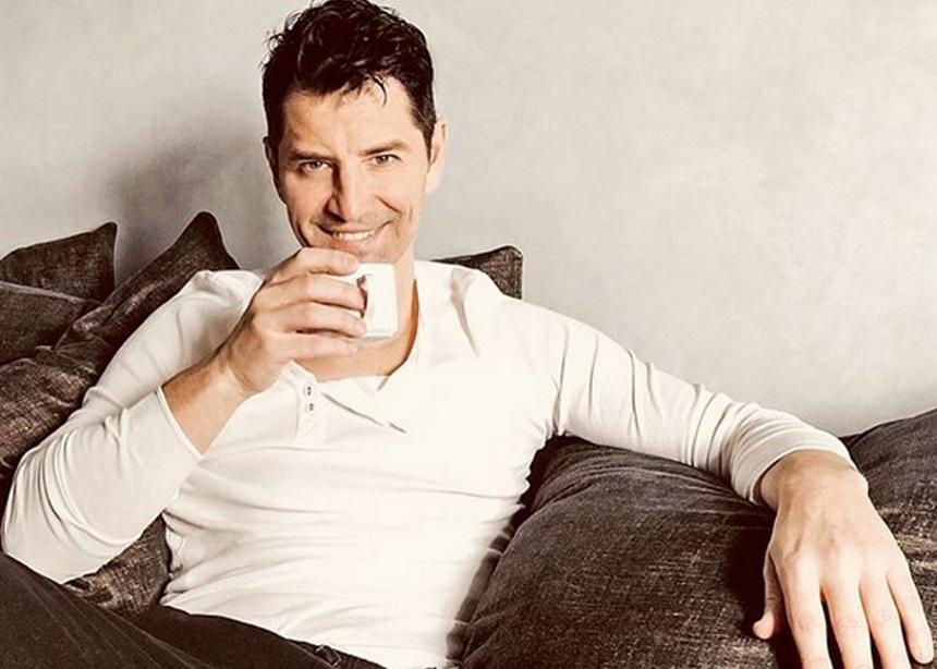 Σάκης Ρουβάς: Πώς χαλαρώνει λίγο πριν τις εμφανίσεις του [vid] | tlife.gr