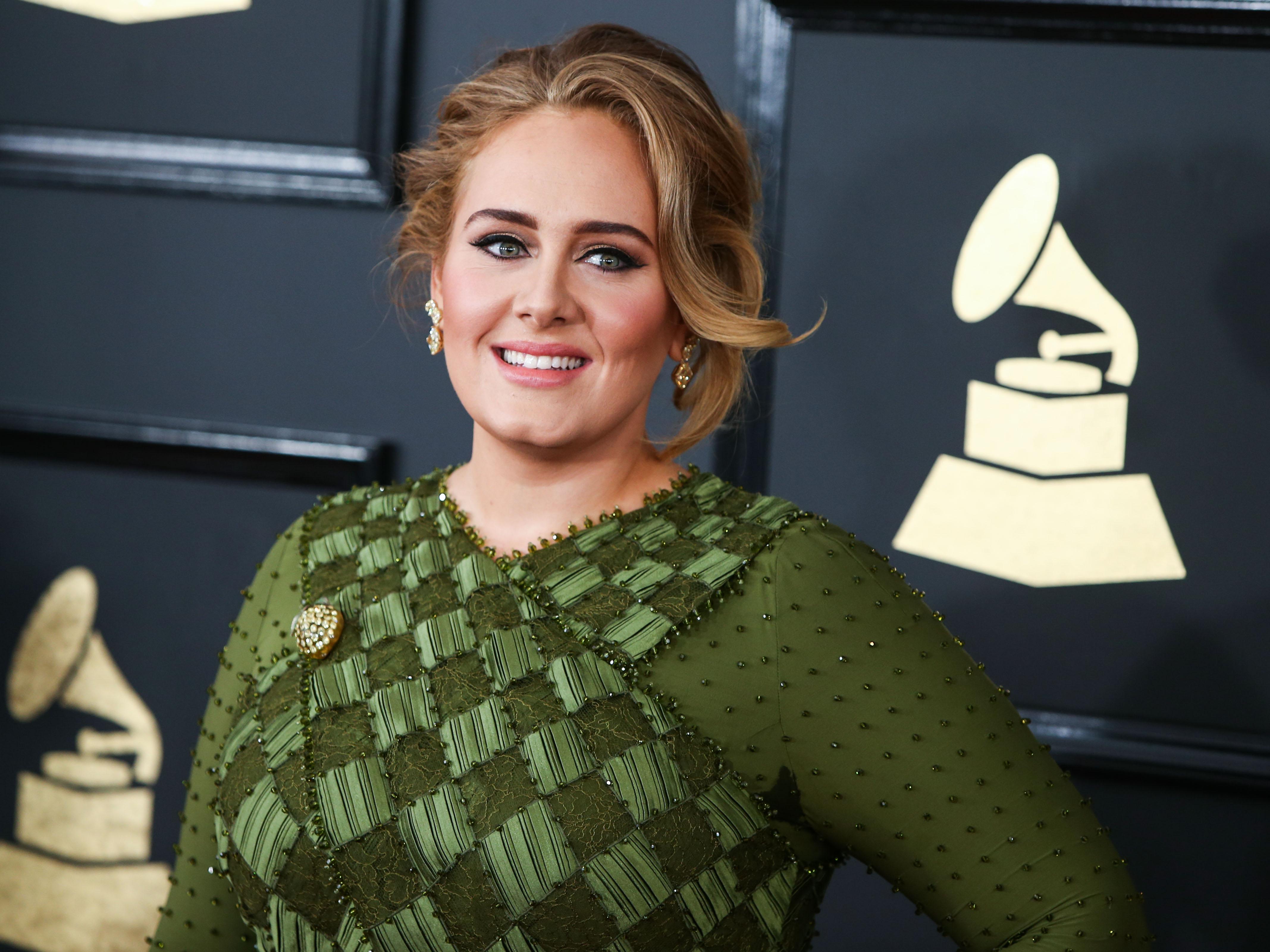 Πρέπει να τη δεις! Η σωσίας της Adele είναι ολόιδια! | tlife.gr