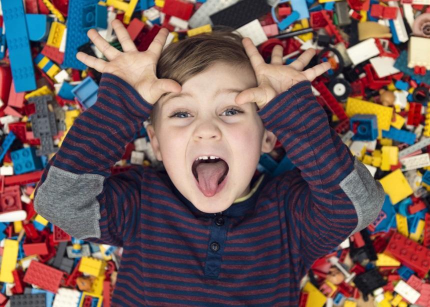 Έρευνα: Πόσα παιχνίδια πρέπει να αγοράζεις στο παιδί σου; | tlife.gr