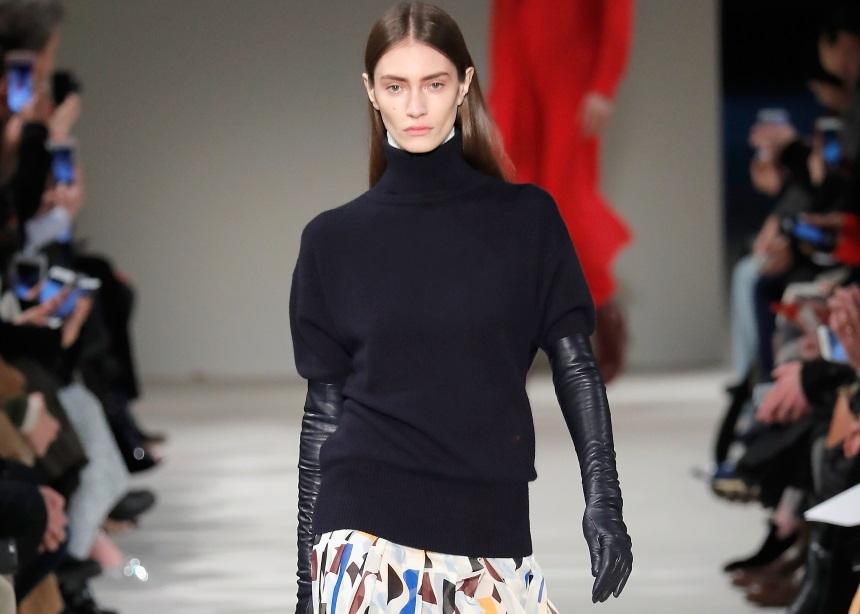 Τρεις διαφορετικοί τρόποι να σετάρεις το μαύρο σου πουλόβερ | tlife.gr