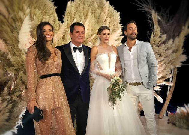Σάκης Τανιμανίδης – Χριστίνα Μπόμπα: Λαμπερή εμφάνιση στο γαμήλιο πάρτυ του Acun Ilicali! [pics]