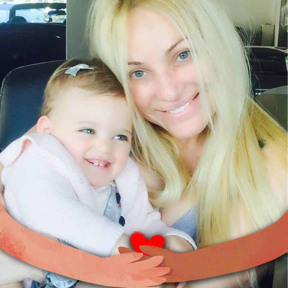 Τζένη Ιωακειμίδου: Καταγγέλλει αστυνομικούς, ότι την καθυστέρησαν να πάει το άρρωστο μωρό της στο νοσοκομείο. | tlife.gr