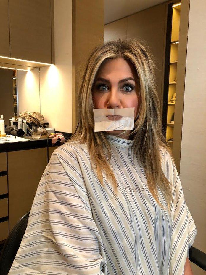 Oh wait! Γιατί όλες οι διάσημες βάζουν blotting papers στα χείλη τους;