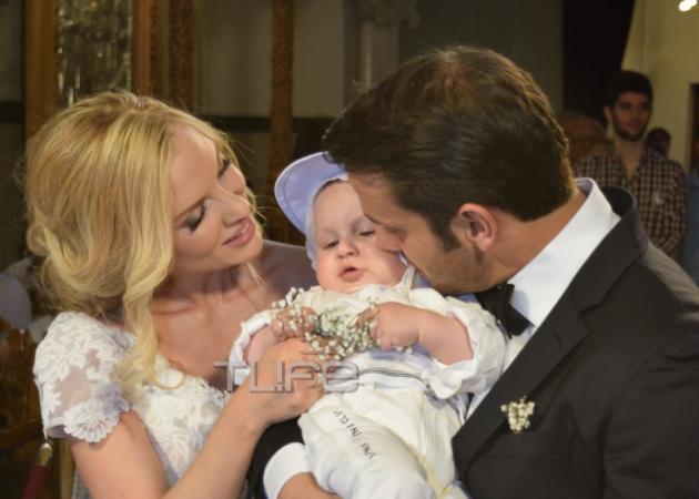 Χριστίνα Αλούπη: Συγκινημένη στη βάφτιση του γιου της Ανδρέα! [pics]