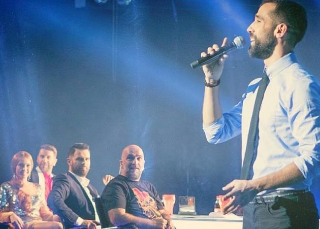 Βασίλης Πορφυράκης: Ο τραγουδιστής που ανέλαβε μετά τον χαμό της μητέρας του να μεγαλώσει τ' αδέρφια του, στο Tatiana Live!   tlife.gr
