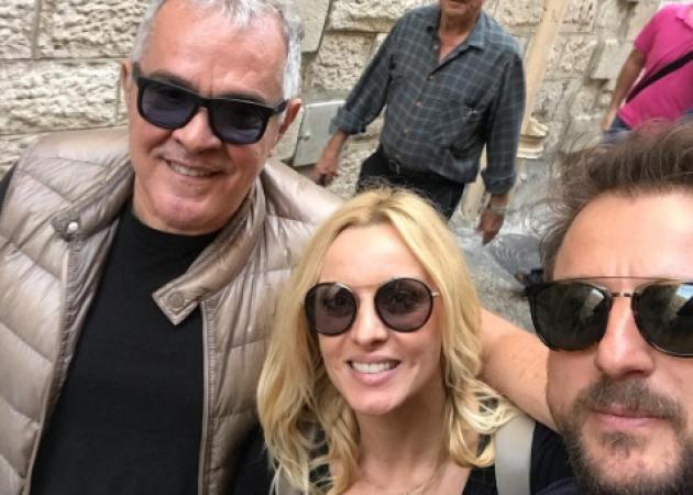Πέγκυ Ζήνα – Γιώργος Λύρας: Συνάντησαν στο Ισραήλ τον ιερέα που τους πάντρεψε! [pics,vid] | tlife.gr