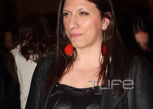 Ζωή Κωνσταντοπούλου: Με μαύρο σέξι outfit σε θεατρική πρεμιέρα! [pics] | tlife.gr