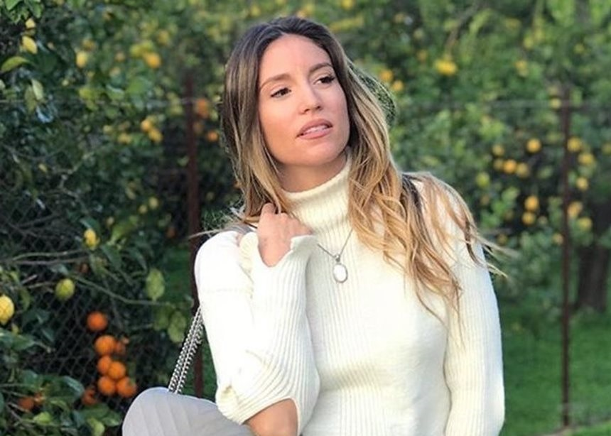 Αθηνά Οικονομάκου: Πέταξε χαρταετό στην Πεντέλη με τον σύζυγό της! | tlife.gr