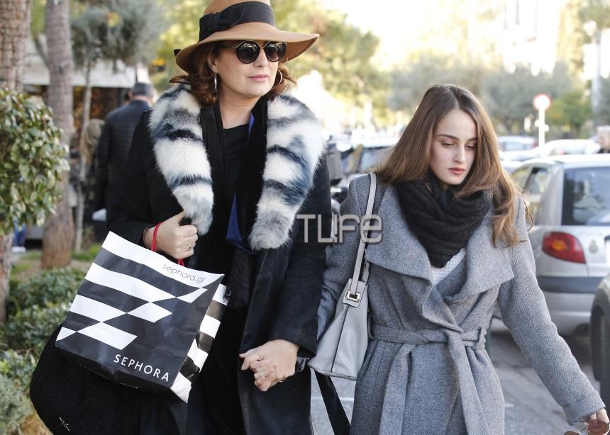 Άντζελα Γκερέκου: Η καθημερινότητά της είναι αφιερωμένη στον Τόλη Βοσκόπουλο και την κόρη τους [pics] | tlife.gr