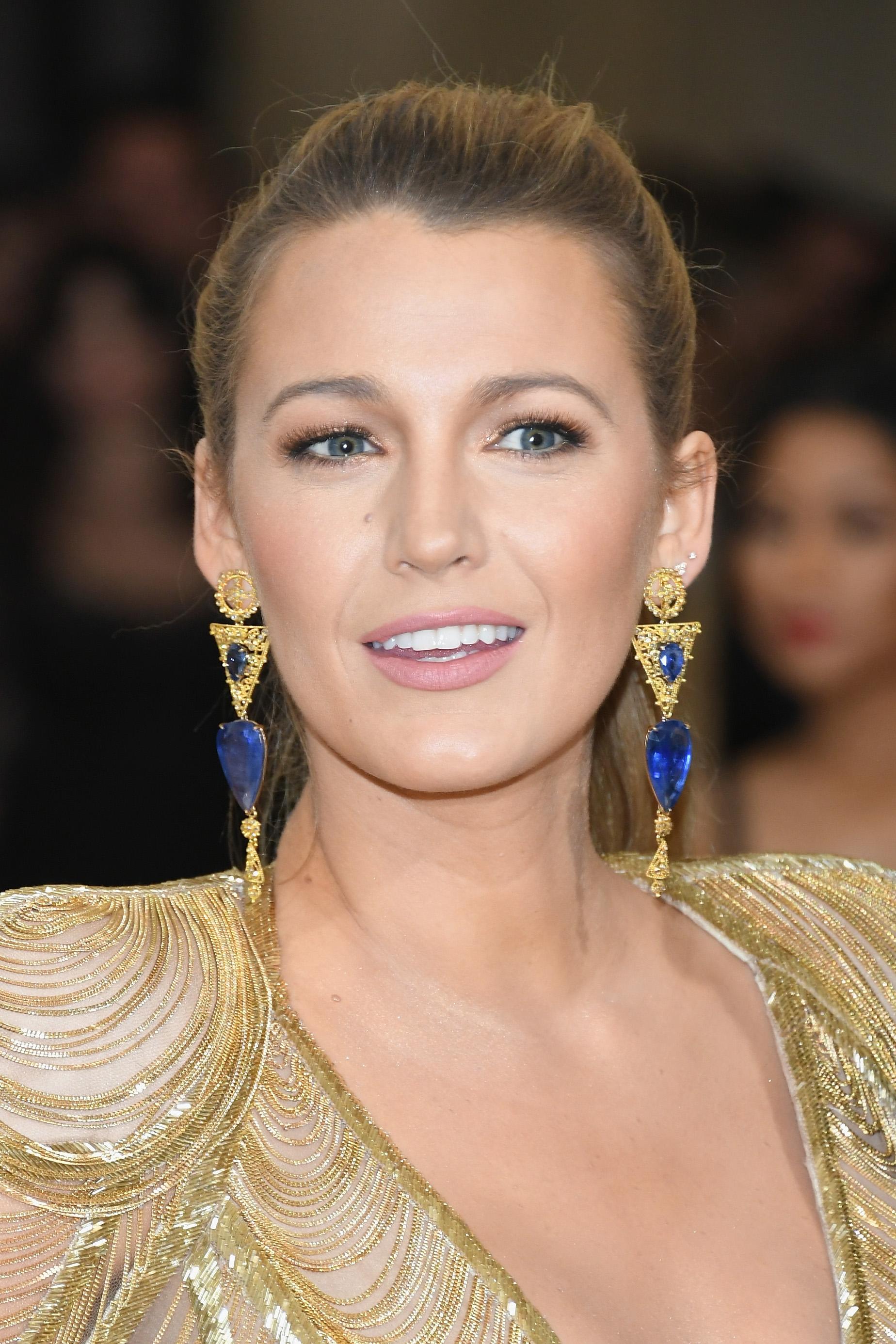 O makeup artist της Blake Lively χρησιμοποιεί το ρουζ με διαφορετικό τρόπο!