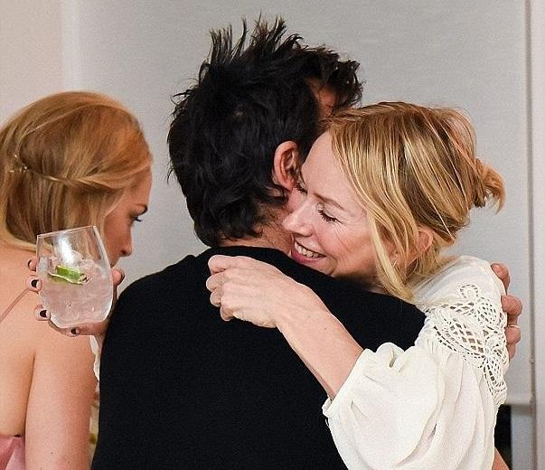 Jennifer Aniston -Justin Theroux: Αυτή η θερμή αγκαλιά με τη Naomi Watts οδήγησε στο διαζύγιό τους; | tlife.gr