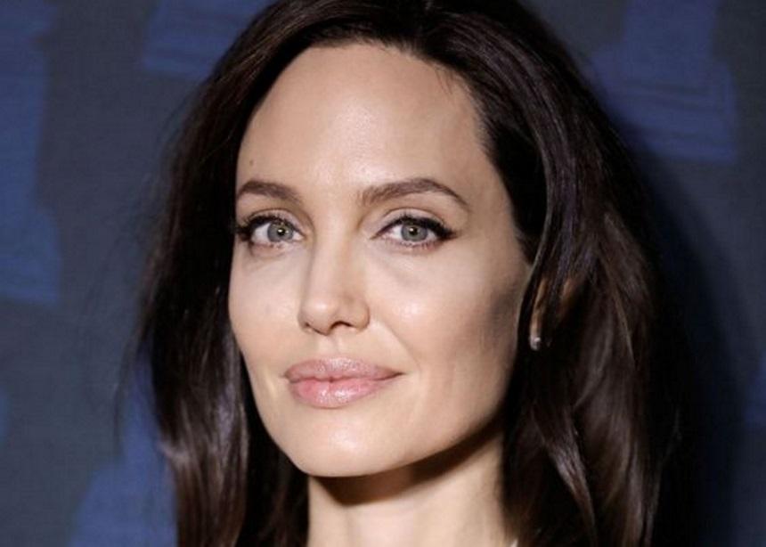 Η Angelina Jolie μιλά για το μεγαλύτερο μάθημα που θέλει να διδάξει στις κόρες της | tlife.gr