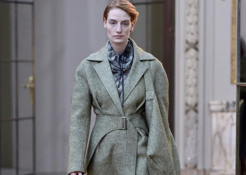 Η Victoria Beckham σου δείχνει τι θα φορέσεις τον επόμενο χειμώνα στο γραφείο