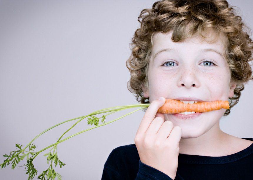 Υγιεινή διατροφή: Τέσσερις τρόποι για να βοηθήσεις το μικρό σου να τρέφεται σωστά | tlife.gr
